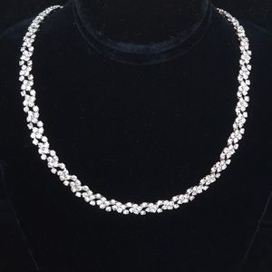 Jewelry - Beautiful costume necklace!